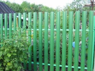 Забор для дачи из штакетника