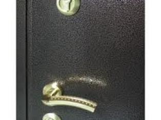 Как ухаживать за металлическими дверями