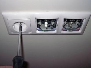 Ремонт розеток и выключателей
